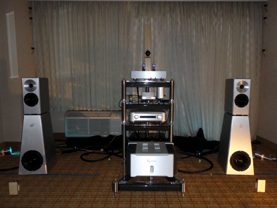 Synergistic Research room with Esoteric electronics and YG Acoustics Kipod II Signature Speakers