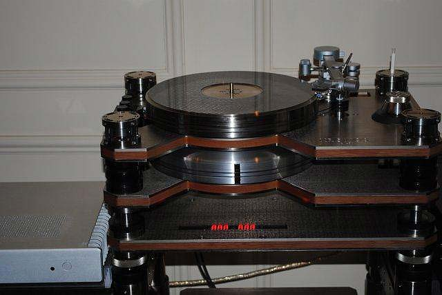 Kronos II turntable with Dynavector arm, Silver Circle at CES 2013