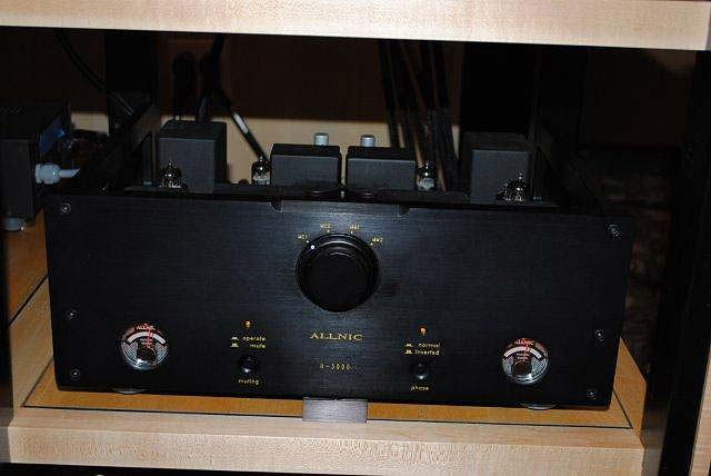 Allnic H3000 phono at CES 2013