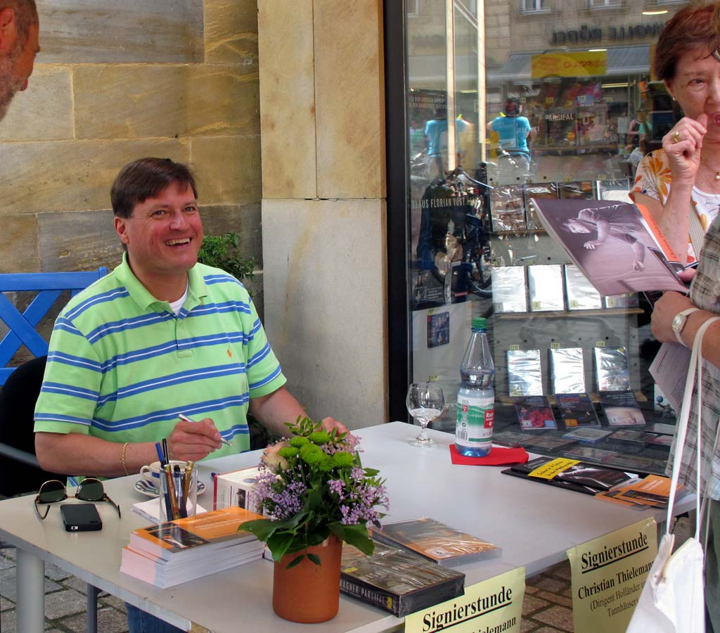 Maestro Thielemann meeting his fans in Bayreuth this year, courtesy of the Markgräfen Buchhandlung