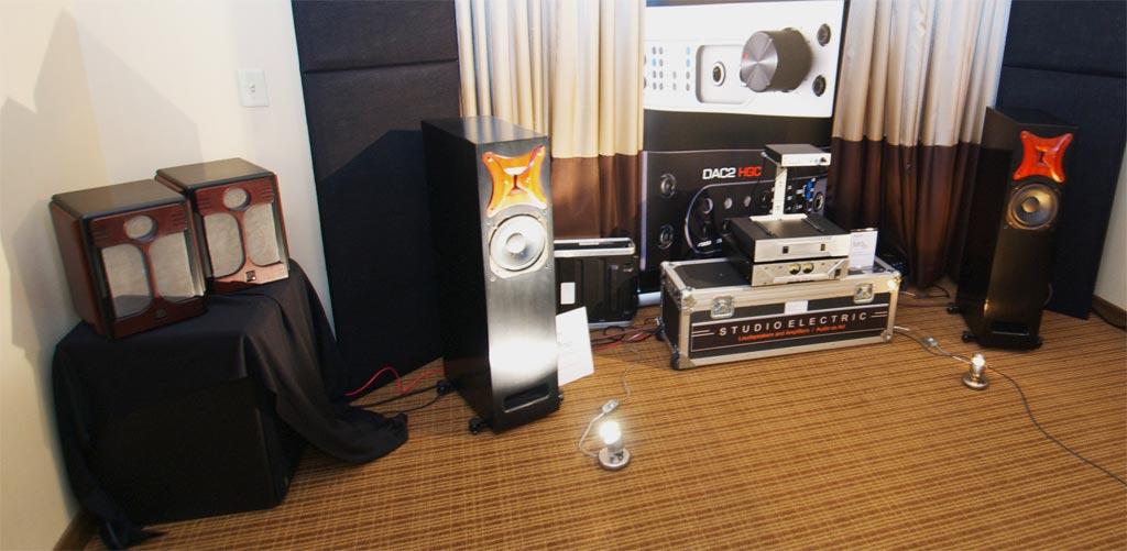 studio electric and benchmark at AXPONA 2013