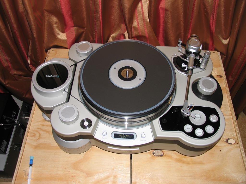 Technodas Air Force One turntable at CES 2014